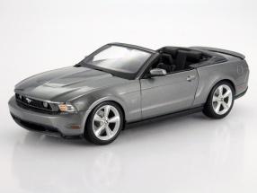 Ford Mustang GT Convertible Baujahr 2010 grau metallic 1:18 Maisto