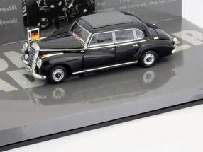 Mercedes-Benz 300b Chancellor Konrad Adenauer 1955 1:43 Minichamps