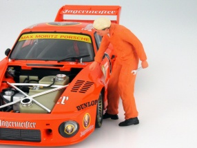 Mechanic with orange Overalls Figure 1:18 FigurenManufaktur