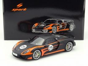 Porsche 918 Spyder Weissach #25 orange / schwarz 1:18 Spark