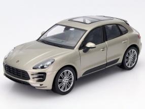 Porsche Macan Turbo Baujahr 2015 silber 1:24 Welly
