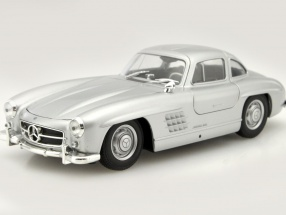 Mercedes-Benz 300 SL silver gray 1:24 Welly