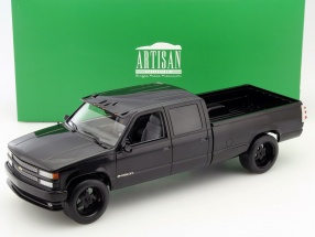 Chevrolet C-3500 Crew Cab Silverado year 1997 black 1:18 Greenlight