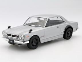 Nissan Skyline GT-R KPGC10 silber 1:18 Triple 9