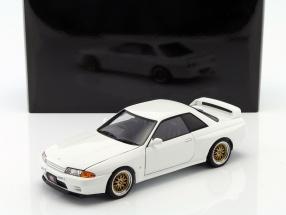 Nissan Skyline GT-R (R32) Tuned Version Baujahr 1991 weiß 1:18 AUTOart