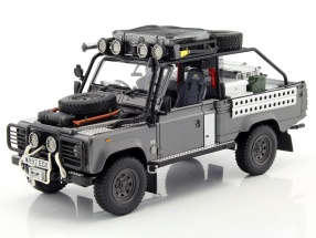Land Rover Defender Movie Tomb Raider Lara Croft 2001 gray / silver 1:18 Kyosho