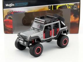 Jeep Wrangler Unlimited Off-Road Kings Baujahr 2015 grau / schwarz 1:24 Maisto