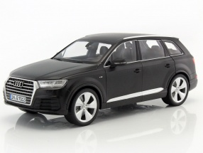 Audi Q7 year 2015 mat black 1:18 Minichamps