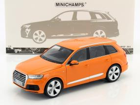 Audi Q7 Baujahr 2015 orange 1:18 Minichamps