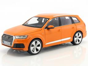 Audi Q7 year 2015 orange 1:18 Minichamps