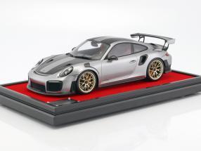 Porsche 911 (991 II) GT2 RS Weissach Package 2017 mit Vitrine silber 1:12 Spark