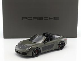 Porsche 911 (991 II) Targa 4S 2017 dark gray / black with showcase 1:18 Spark