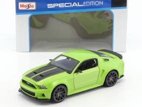 Ford Mustang Street Racer Baujahr 2014 grün / schwarz 1:24 Maisto