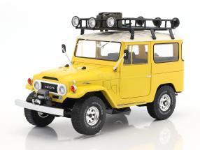 Toyota Land Cruiser FJ40 Baujahr 1967 gelb / weiß 1:18 Triple9