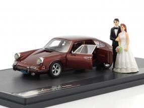 Porsche 911 Troutman and Barnes Wedding Version with open doors Baujahr 1971 braun metallic 1:43 Matrix