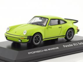 Porsche 911 Turbo Baujahr 1974 hellgrün 1:43 Welly