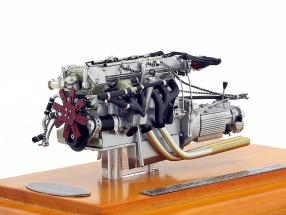 Aston Martin DB4 GT Year 1961 Motor with Showcase 1:18 CMC