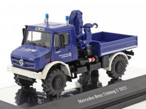 Mercedes-Benz Unimog U 5000 THW mit Kran blau 1:50 NZG