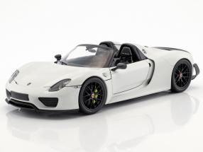 Porsche 918 Spyder Weissach Package year 2015 white with black wheels 1:18 Minichamps