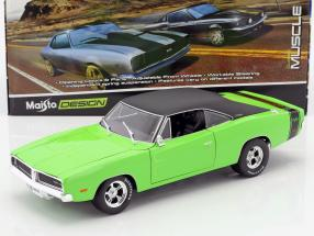Dodge Charger R/T year 1969 green / black 1:18 Maisto