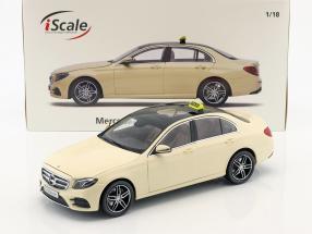 Mercedes-Benz E-Klasse Taxi (W213) AMG Line hellelfenbein 1:18 iScale