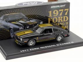 Ford Mustang Cobra II Baujahr 1977 schwarz mit goldenen Streifen 1:43 Greenlight