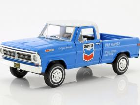 Ford F-100 Pick up Chevron Fuel Service with cover year 1972 blue / White 1:24 Greenlight