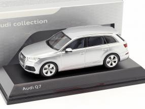 Audi Q7 Year 2015 foil silver 1:43 Spark