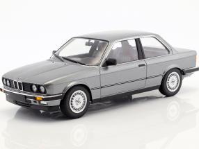 BMW 323i Baujahr 1982 grau metallic 1:18 Minichamps