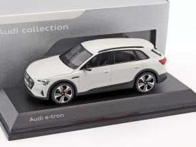 Audi e-tron Baujahr 2018 gletscherweiß 1:43 Spark