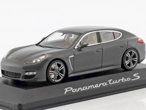 Porsche Panamera turbo S silbergrau metallic 1:43 Minichamps