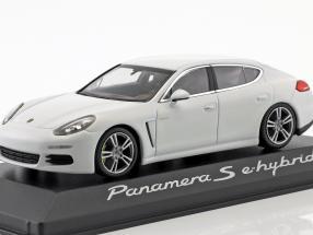 Porsche Panamera s hybrid white 1:43 Minichamps