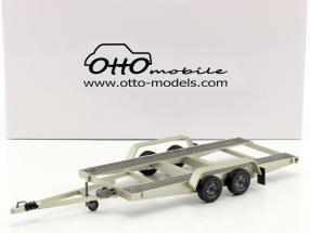 Autotransporter-Anhänger mit 2 ausklappbaren Rampen silber 1:18 OttOmobile