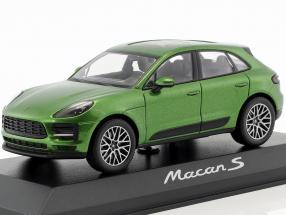 Porsche Macan S year 2018 mamba green metallic 1:43 Minichamps