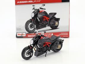 Ducati Diavel Carbon Kit year 2011 black 1:12 Maisto