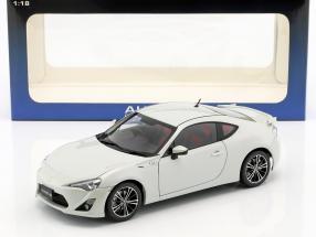Toyota 86 GT RHD year 2012 white 1:18 AUTOart