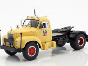 Mack B 61 truck Union Pacific year 1955 beige / red / Gray 1:43 Ixo
