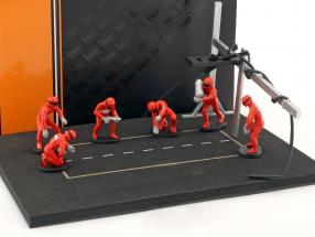 Pit stop mechanic set with 6 characters and equipment red 1:43 Ixo