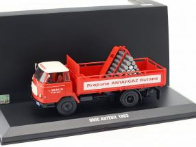 Unic Auteuil Gas Transporter rot / weiß 1:43 Ixo