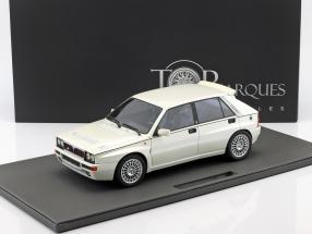 Lancia Delta Integrale Evolution II Baujahr 1995 perlweiß 1:12 TopMarques