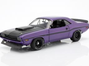 Dodge Challenger Baujahr 1970 violett 1:18