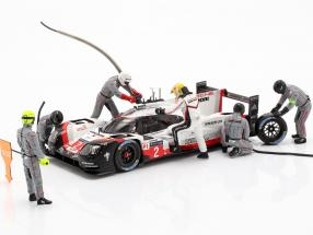 Porsche Figuren-Set Winner 24h LeMans 2017 Earl Bamber