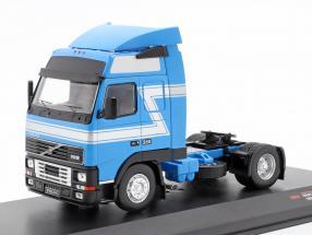 Volvo FH12 Sattelzugmaschine Baujahr 1994 blau / silber 1:43 Ixo