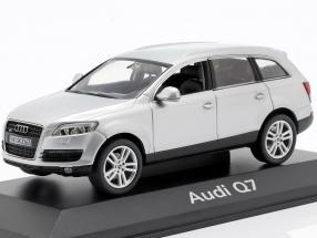 Audi Q7 silver 1:43 Schuco