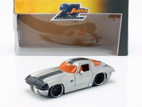 Chevy Corvette Stingray year 1963 silver / black 1:24 Jada Toys