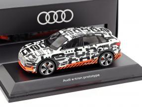 Audi e-tron Prototype white / black 1:43 Spark