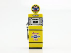 Gas Pump Super Chevrolet Service yellow / blue