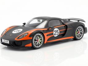 Porsche 918 Spyder Weissach #25 orange / black 1:18 Spark