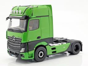 Mercedes-Benz Actros Gigaspace 4x2 Truck Facelift 2018 green 1:18 NZG