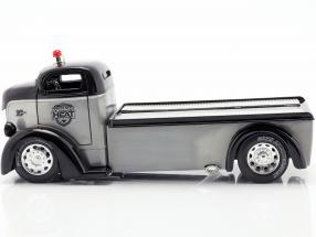 Ford COE Flatbed Truck year 1947 silver / black  Jada Toys